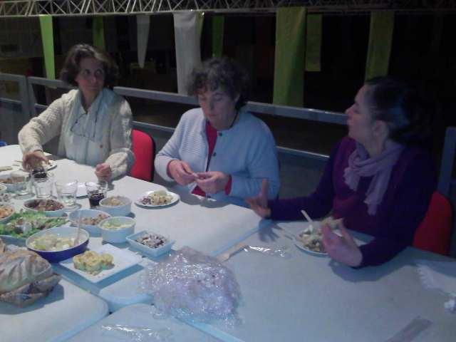 Anne, Chantal et Gaëlle se préparent pour la conférence... (Photo : Gilbert)