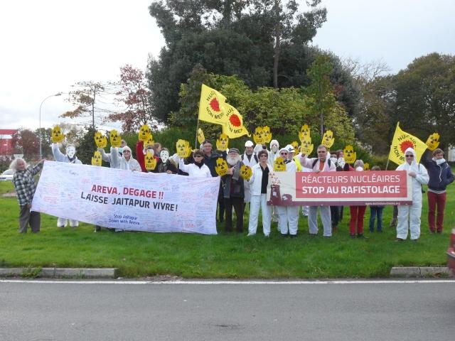 Avec la banderole de soutien à JAITAPUR