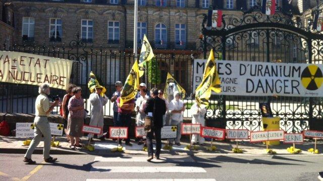 A Vannes, devant la sous-préfecture en Juin 2014