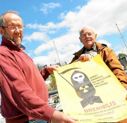 Jean-Jacques LOHEAC & Michel MARZIN présentent l'affiche de BRENNILIS